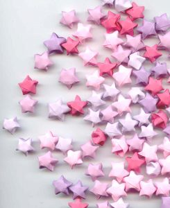 Credit Noche: http://www.freeimages.com/photo/paper-stars-1198417